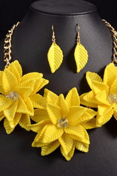2018 RSS New Arrival Yellow Bib Necklace Statement Floral Summer Necklace Floral Fashion Necklace Acrylic Material